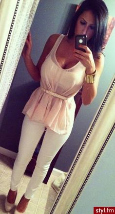 Pretty top with white jeans. <3