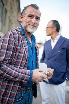 They Are Wearing: Milan Men's Fashion Week Old Man Fashion, Older Mens Fashion, Fashion News, Casual Wear, Men Casual, Milan Men's Fashion Week, Men Street, Street Style, Blazer