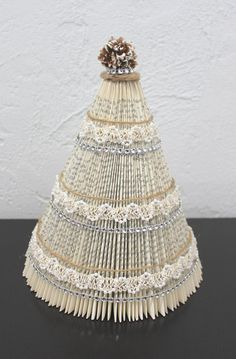 Book Christmas Tree, Book Tree, Christmas Tree Crafts, Holiday Crafts, Crochet Christmas, Christmas Angels, Holiday Decor, Christmas Decorations, Old Book Crafts