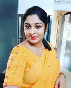 Indian Natural Beauty, Indian Beauty Saree, Asian Beauty, Cute Beauty, Real Beauty, Beauty Women, Beautiful Saree, Beautiful Women, Beautiful Housewife