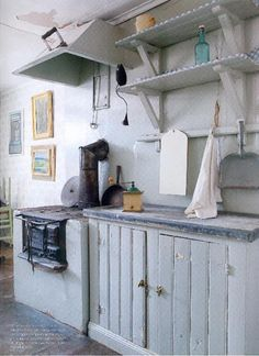 Home Decoration Accessories Info: 8271081433 Old Kitchen, Country Kitchen, Vintage Kitchen, Kitchen Ideas, 50s Style Kitchens, Cosy Cafe, Sweden House, Red Houses, Remodeling Mobile Homes
