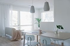 Riina Toikon ja Hanne-Maria Hautalan suunnittelema stailaus NCC-kohteeseen. Mukana Kodin Ykkösen Anno-tuotteita. Stailaus ja valokuvat: TilaInterior. Decor, Model Homes, Table, Dining Table, Dining, Home Decor, Furniture
