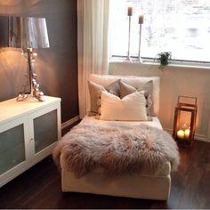Image via We Heart It https://weheartit.com/entry/150253096/via/965109 #bed #bedroom #cream #decor #fur #home #interiors #room