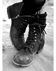 Side zipper combat boots