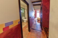 Entrada a habitación de la Posada Casa del Abad de Ampudia hotel spa #hotelesconencanto #hotelesenpalencia #bucolichoteles