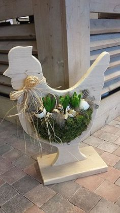 9 Wonderful Wooden DIY Crafts for this Spring: Take Closer Look Spring Crafts, Holiday Crafts, Wooden Crafts, Diy And Crafts, Chicken Crafts, Ideias Diy, Deco Floral, Wood Creations, Easter Wreaths
