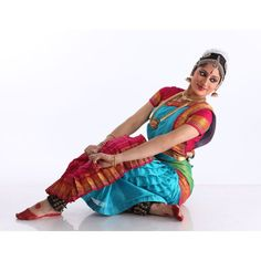 At the forefront of the new generation of Bharatanatyam dancers, Nadanamamani Dr. Janaki Rangarajan represents the future of the ancient art form Sai Pallavi Hd Images, Dance Silhouette, Dancing Drawings, Indian Classical Dance, Group Dance, India Culture, Folk Dance, Dance Poses, Dance Photography