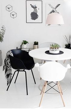 Black and white dining room interior style Estilo Interior, Room Interior, Interior Design, Dining Room Inspiration, Home Decor Inspiration, Decor Ideas, Black And White Dining Room, Dining Room Lighting, Decoration Design