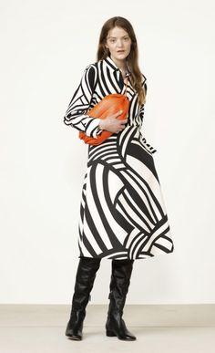 BUY - Anja Salme skirt - Marimekko clothes - Spring 2017 - Salme woven collection - polyester, viscose, cotton, elastane - Concealed zipper at back seam. Stylish Dress Book, Stylish Dresses, Fashion 2017, Fashion Show, Style Casual, My Style, Marimekko Dress, Black N White, White Fashion