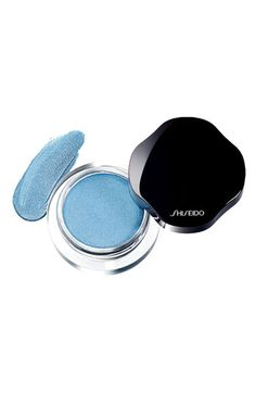This Shiseido Shimmering Cream Eye Color is now officially on our shopping list! It is lightweight cream eyeshadow with a lustrous finish that lasts up to 16 hours.