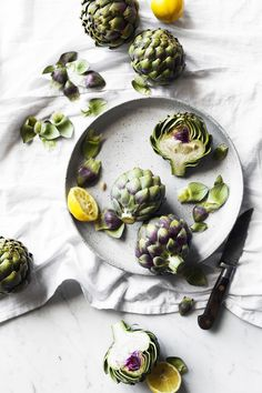 simple artichoke process shot - New Site Vegetables Photography, Food Photography Styling, Food Styling, Fruit And Veg, Creative Food, Food Presentation, Raw Food Recipes, Food Pictures, Food Inspiration