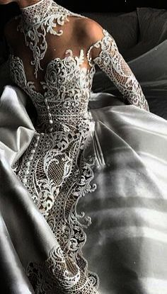 The most beautiful lace wedding dress I've seen in quite some time breath taking