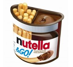 Nutella & Go. A hazelnut chocolate dip with small breadsticks to munch on. Perfect for Nutella lovers on-the-go! Nutella Snacks, Nutella Brownies, Nutella Go, Fudge Brownies, Chocolate Hazelnut, Chocolate Dipped, Chocolate Bars, Crepes, Uk Sweets