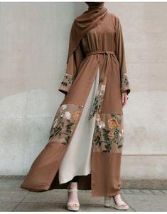 Rosetta Open Abaya Source by kenzoune outfits hijab Arab Fashion, Muslim Fashion, Modest Fashion, Fashion Outfits, Sporty Fashion, Fashion Women, British Fashion, Ski Fashion, Bohemian Fashion