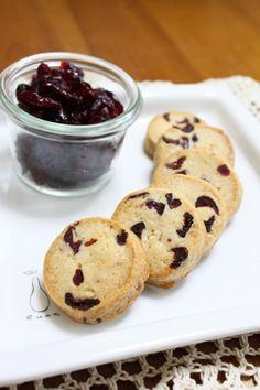 chococoこと友香さんの『簡単お菓子のレシピとラッピングの方法』「クランベリークッキー」 | お菓子・パンのレシピや作り方【corecle*コレクル】