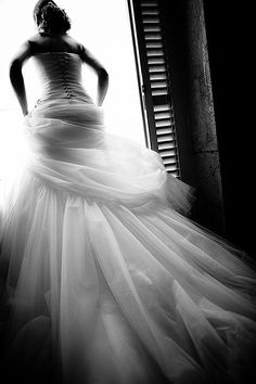 A wedding dress is a bride's wonderland.  Pic : Jacques Mateos | jacques Mateos | Paris, France