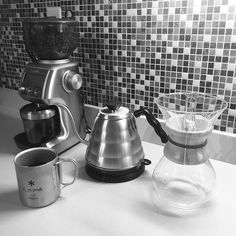 Coffee game strong! People around me want me to drink good coffee #breville #chemex #hario #snowpeak #georgehowell #caffine http://ift.tt/1U25kLY