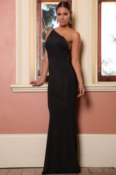 Pret:79 Lei. Nuanta perfecta pentru o rochie eleganta de seara care sa iti puna in evidenta cel mai bine formele corpului. Croita in stil sirena te va face cu siguranta atractia serii, ajutata si de spatele gol, rochia incheindu-se prin doua benzi subtiri care se intind din zona umerilor. Pentru un plus de design, in spate rochia este incretita.