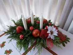 10 adornos para Navidad   Aprender manualidades es facilisimo.com Christmas Diy, Christmas Wreaths, Navidad Diy, Holiday Decor, Crafts, Home Decor, Pink, Sewing Patterns Free, Christmas Floral Arrangements