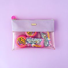 a cute little clutch filled with bubble gum! what a fun gift for a friend! :) ~ we ❤ this! moncheriprom.com