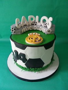 Real Madrid cake.Mira que tarta design
