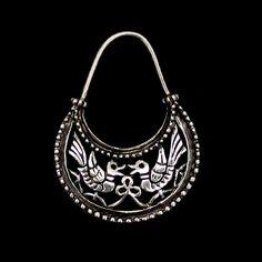 Gorgeous Scandinavian zoomorphic pattern hoop earring.