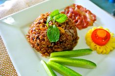 Cooking homemade fried rice can be a challenge. Learn the secret methods for cooking perfect fried rice at home with Eggs, Shrimp, Pork, Chicken. Vegan Dishes, Tasty Dishes, Rice Dishes, Special Fried Rice Recipe, Cooking Fried Rice, Homemade Fried Rice, Marinated Shrimp, Beef Stew Meat, Nasi Goreng