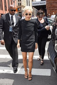 Zoe Kravitz It girl: See through glasses and cropped blonde tresses looked effortlessly chic on the second generation star Zoe Kravitz Style, Lenny Kravitz, Zoe Isabella Kravitz, Fashion Days, Fashion Outfits, Pixie Outfit, Occasion Wear, Aesthetic Fashion, Types Of Fashion Styles