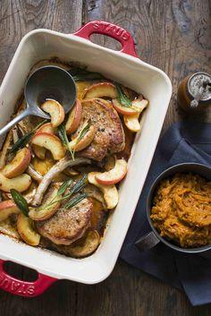 Ingredience: olej olivový 100 mililitrů, šalvěj 1 lžíce (natrhaných lístků), sójová omáčka 2 lžíce, vepřové maso 4 kusy (kotlety s kostí), jablka 2 kusy (velká), olej olivový 1 lžíce, sůl (k případnému dosolení). Chicken Wings, Pork, Beef, Kale Stir Fry, Meat, Pork Chops, Steak, Buffalo Wings