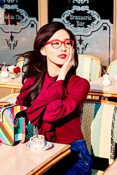 Liu Shishi takes us on a tour around Paris, sharing her moments with Vogue Eyewear in the most romantic city in the world.