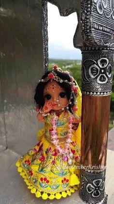 Radha Krishna Songs, Krishna Flute, Krishna Lila, Baby Krishna, Cute Krishna, Radha Krishna Pictures, Krishna Art, Radhe Krishna, Durga Images