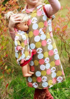 Lea von Pattydoo, Slimleg aus der Ottobre 1/2016, Puppenliebe Ballontunika Feli von rosarosa  #igel #nähen #lilleluett #nähenfürmädchen #nähenfürkinder #kleid #trägerkleid #lea #pattydoo #grinskindl #rosarosa #lillestoff #pink #rosa #puppenkleid #puppenkleider