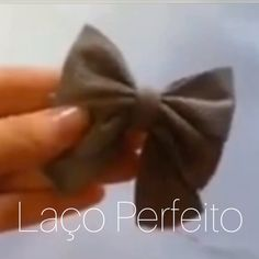 DIY Laço Perfeito Like the result though the video could be better focused on hands How to tie a ribbon bow. Exceptional DIY tips are offered on our internet site. Read more and you wont be sorry you did. Sewing Hacks, Sewing Crafts, Sewing Projects, Craft Projects, Fun Crafts, Diy And Crafts, Arts And Crafts, Diy Y Manualidades, Creation Couture