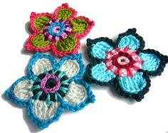 Häkelapplikationen - ○ Drei bunte Häkelblumen ○ - ein Designerstück von crochet bei DaWanda