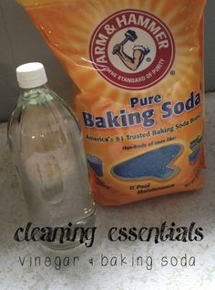 cleaning recipes that use baking soda & vinegar - super easy, too! -- Seriously, Im obsessed with using baking soda and vinegar now!