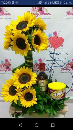 Modern Floral Arrangements, Sunflower Arrangements, Rose Arrangements, Beautiful Flower Arrangements, Beautiful Flowers, Wine Gift Boxes, Tall Vases, Flowers Nature, Pink Candy