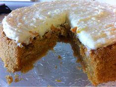 Verdens bedste gulerodskage er fyldig, sød og naturligvis med en ordentlig cremet glasur på toppen.