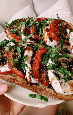 Tomato-burrata-basil toast with balsamic reduction for Sunday breakfast. dairy-free burrata is creamy… Healthy Breakfast Recipes, Healthy Recipes, Comidas Light, Plats Healthy, Clean Eating, Healthy Eating, Healthy Food, Food Goals, Aesthetic Food