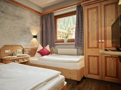 Bench, Storage, Furniture, Home Decor, Nice Asses, Purse Storage, Store, Interior Design, Home Interior Design