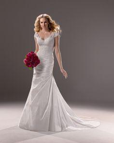 961efb4b71b1 Abiti da sposa Magazzini D Amico (magazzinidamico) su Pinterest