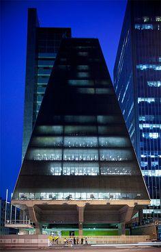 Avenida Paulista: arquitetura Edifício FIESP-CIESP-SESI, São Paulo, Brasil – Pedro Kok #architecture ☮k☮