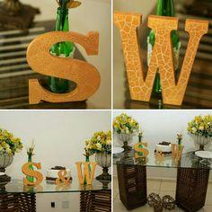 Letras com pintura craquelada dourado. Garrafas com flores para decoração das mesas. Taças personalizadas em dourado. Nêssa Lembrancinhas!