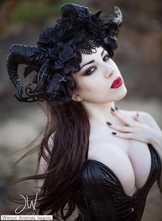 Model: Threnody In Velvet Photo: Wright Aperture Images Headpiece: Jumeria Creations Corset: Puimond progressive corset design Dark Beauty, Goth Beauty, Hot Goth Girls, Gothic Girls, Steam Punk, Dark Fashion, Gothic Fashion, Style Fashion, Gothic Models