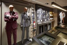After opening its first store upon launch in 2012, Tailor Corner followed Jean-Baptiste Coissac and his team to conceive the new concept. A new concept, reflecting a premium product range, carried by a global architectural mission linked with graphic creations applied to the Brand, the clarification of the offer and the dramatization of the tools and the technology gathered around connected touch tables.