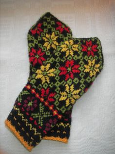 Warm handknitted mittens by Trinii on Etsy