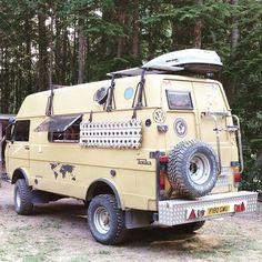 This beast is SICK! We LOVE it! Apparently it is powered by a #Cummins 5.9L #turbodiesel #LT40 #vw #vwbus #vwvan #vanagon #vanlife #vintagevw #weekender #westfalia #westylife #syncro #4x4 #vwjunkie #volkswagen #camper #camping #classic #poptop #adventure #adventuremobile #awesome #offgrid #asseenincolumbus #614 #offroad