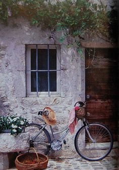 I just love this. I'd like to walk in that door and see what's inside. A delightful person must ride that bicycle!