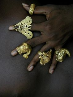 Africa Collection of rings from the Ashanti peoples of Ghana Gold, usually below These rings would have been made and worn by members of the Ashanti royal family and entourage ca. African Jewelry, Tribal Jewelry, Jewelry Art, Gold Jewelry, Jewelry Design, Ancient Jewelry, Antique Jewelry, Afrique Art, African Royalty