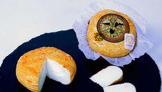 """Queso Saint Paul Oro QUESERÍAS RUEDA Quesito elaborado a partir de leche pasteurizada de oveja, con una maduración mínima de 15 días. Muy cremoso, tipo Brie, de corteza naranja de un color natural de zanahoria. Envuelto en un film que evita que el queso se seque en exceso, y evite su cremosidad, y encinchado en corteza de árbol que hace que mantenga su forma """"cilindrica""""."""