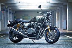 CB1100の2017年モデルと同時に公開された「CB1100RS」。東京モーターショーでコンセプトモデルが展示され話題を呼んでいたバイクです。 MotoBe編集部は一足先に実車撮影してきました! あれ?こういうマシン、カスタム誌とかで見たことあるぞ?と思ってしまうような豪華な仕様! CB1100EXは昔なら